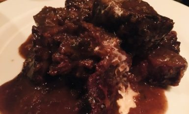 牛ホホ肉赤ワイン煮込み